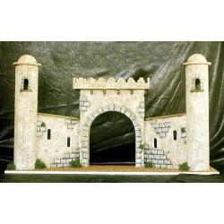 Construcción de Entrada a Jerusalen, que consta de 2 torres laterales dos pequeñas murallas y un arco central.