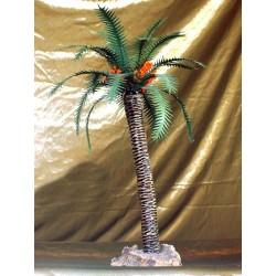 Palmera con datiles y hojas de cartulina, nervio de alambre y tronco de terracota cocida. Medidas: Entre 28 y 35 cm. de altura.