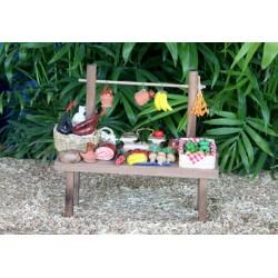 Puesto de mercado surtido de articulos y alimentos con barra superior. Medidas: 17x7x16