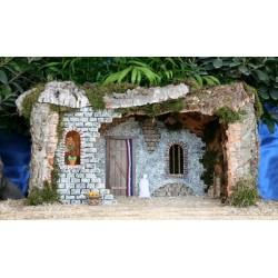 Cueva con luz,realizada en corcho bornizo y alabastro, con una estancia interior amplia y decoracion rustica. Medidas: 55x30x32