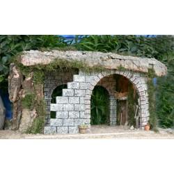Cueva con luz, realizada en corcho bornizo y alabastro, con una estancia interior amplia y decoracion rustica. Medidas: 64x38x42