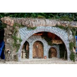 Cueva con luz, realizada en corcho bornizo y alabastro, con una estancia interior amplia y decoracion rustica. Medidas: 55x30x3