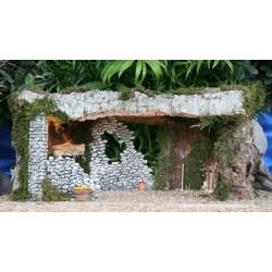 Cueva con luz, realizada en corcho bornizo y alabastro, con una estancia interior amplia y decoracion rustica. Medidas: 55x30x32
