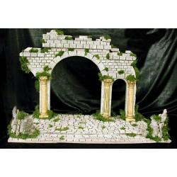 Templo en ruinas, con amplia base que permite instalar el Misterio del Nacimiento con unos efectos realmente bellos.