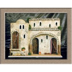 Posada con dos estancias una lateral con puerta y otra central con 2 puertas y arco.