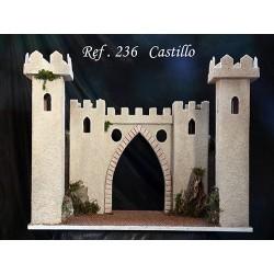 Castillo con 4 torres, murallas laterales y arco de entrada.