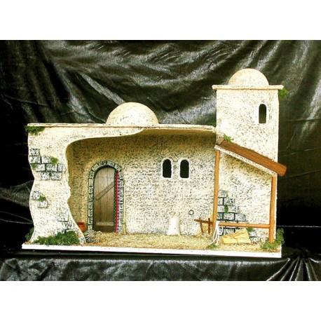 Pesebre con estancia interior, torre y un pequeño porche.