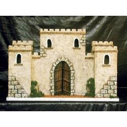 Castillo con 4 torre laterales, dos traseras y dos delanteras con una central con puerta